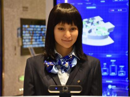 """5G+智能银行""落户北京 现美女机器人柜员"
