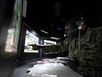 大型舰船操作游戏机?美军运用虚拟现实技术培训海军技能