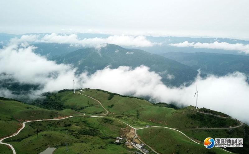 南山牧场云海飘动