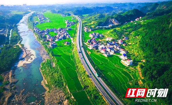 沪昆高速横贯邵阳,飘动一条财富彩练。