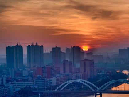 邵阳的清晨:满天彩霞映古城