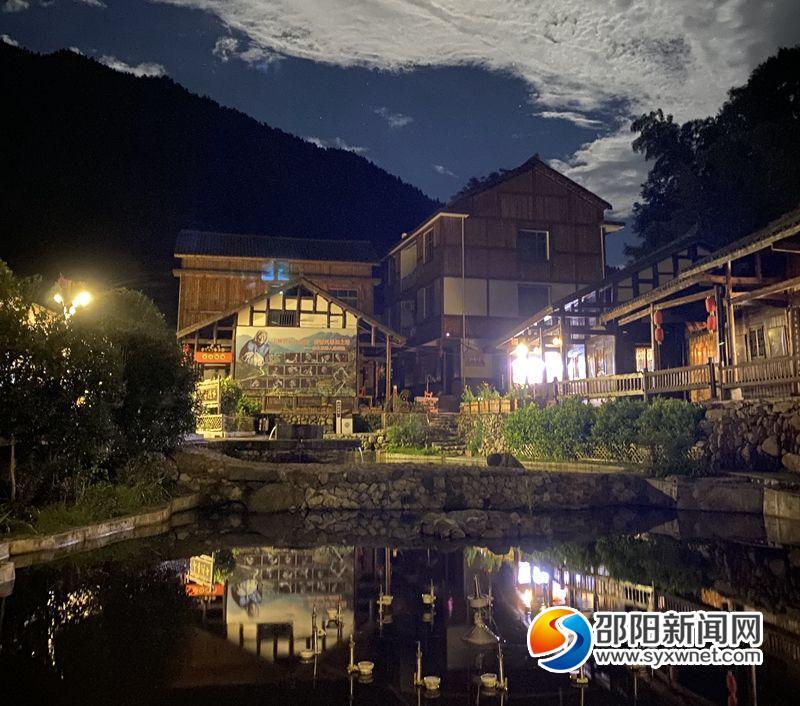 夜幕下的新邵县清水村一角