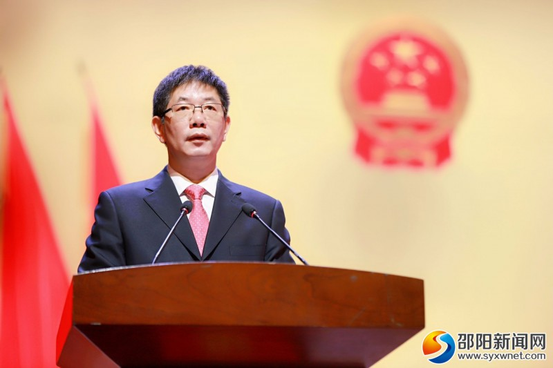 市长刘事青代表市人民政府作工作报告