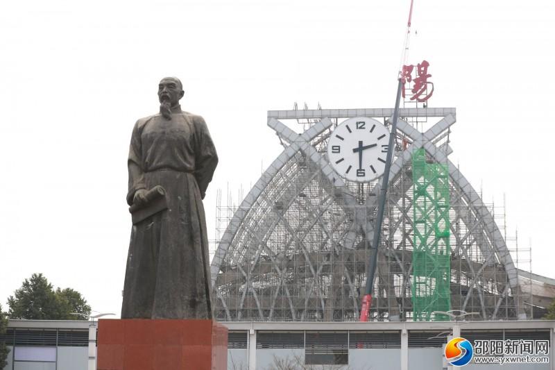 邵阳火车站钟塔造型正式开拆