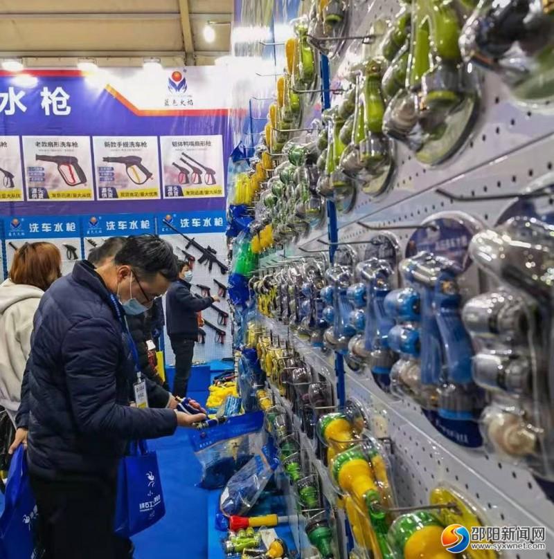 2017年至2020年,邵东连续举办的五金机电博览会,共吸引30万人次进场观展,签订企业入园、技术创新等各项协议72项,交易额突破160亿元。