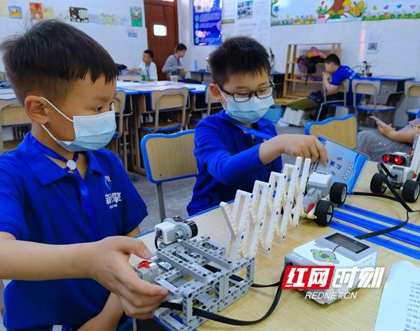 2021年邵阳市青少年机器人竞赛暨第二届邵阳市青少年创意编程与智能设计竞赛举行