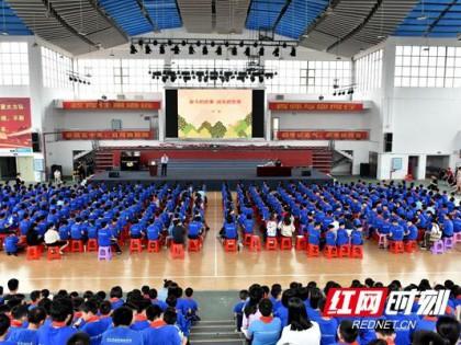 奋斗的故事 成长的坚果——著名儿童文学作家徐鲁走进邵阳校园