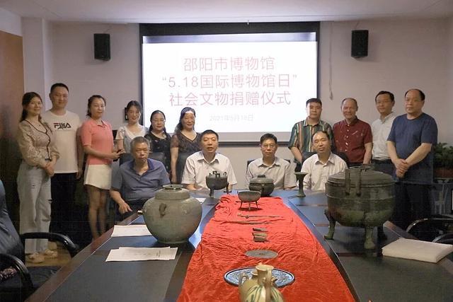 邵阳捐赠仪式上共捐赠了20件文物,分别由八位藏家捐赠