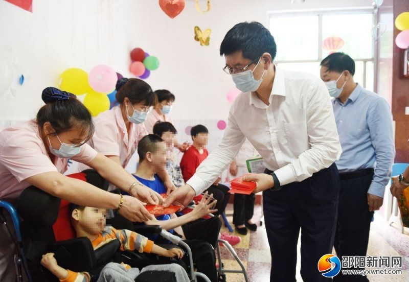 龚文密刘事青看望孤残少年儿童 向全市少年儿童致以节日祝福