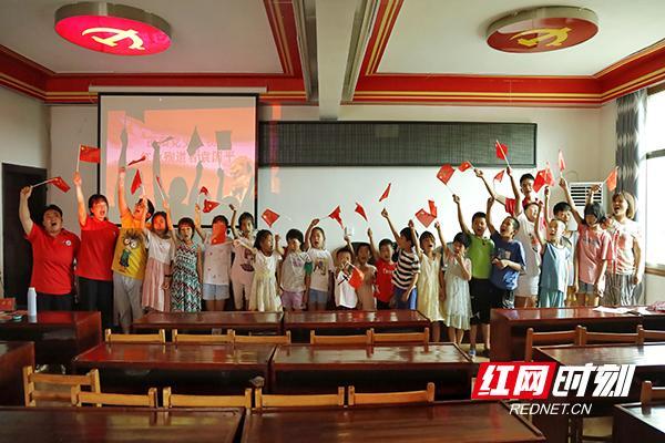 """邵阳学院""""梦想花开""""圆梦行动志愿服务团党史宣讲进行时"""